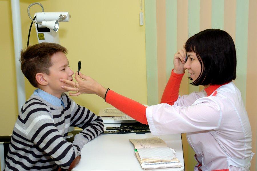 На приёме у врача-офтальмолога в детской поликлинике на ул.Ломоносова